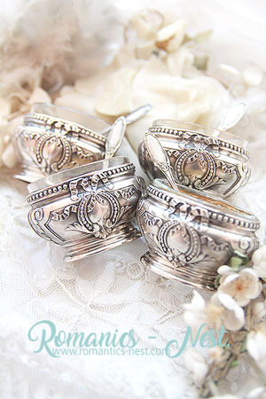 Invaluable Antique French Sterling Silver....리봉 & 리봉 라블리하고 앙증맞은 18k Gold 레이어링 Salt Cellars......